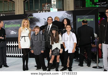LOS ANGELES - SEP 24:  Peyton List and Cast Members arrives at the