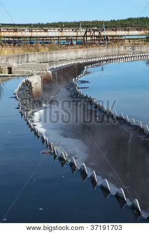 Drainage In Sedimentation Reservoir With Clean Water Overflowing