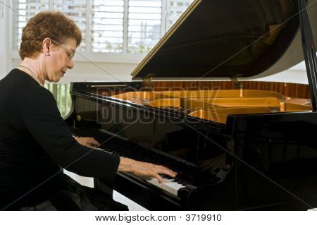 Senior Women Pianist