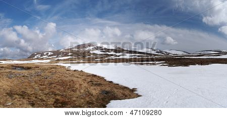 Cairngorms Plateau South Of Breariach, Scotland In Spring