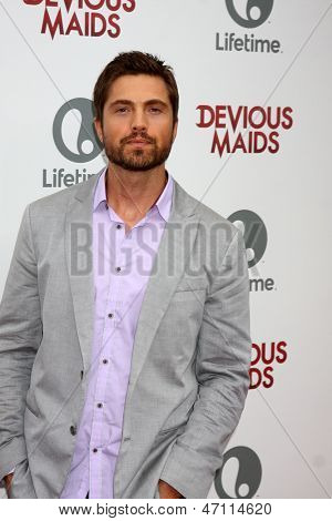 LOS ANGELES - JUN 17:  Eric Winter arrives at the