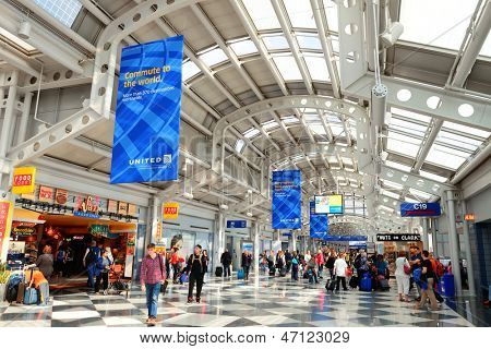 CHICAGO, IL - MAR 31: Chicago O'Hare Airport interieur op 31 maart 2013 in Chicago, Illinois. Het is