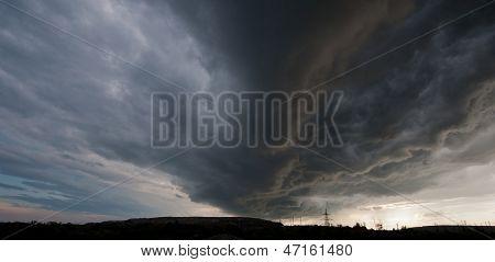 Gewitterwolke am Horizont