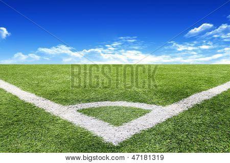 Fußball und Fußball-Feld-Gras-Stadion blauer Himmel Hintergrund