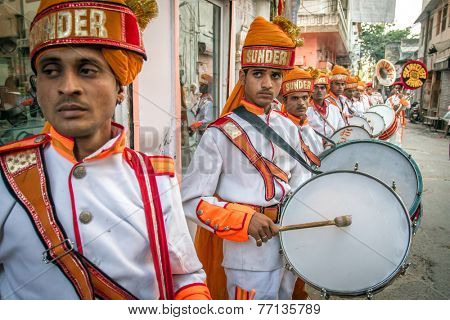 JAIPUR, INDIA - NOVEMBER 25, 2012: Traditional wedding band plays on the street to promote their service on November 25, 2012 in Jaipur, Rajasthan, India.