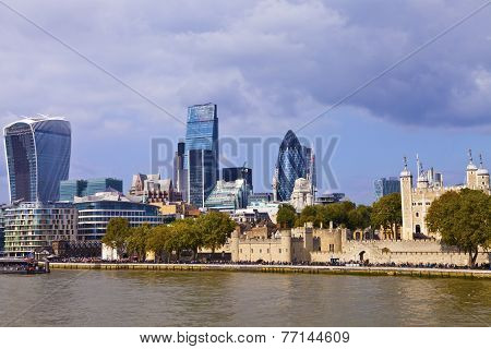 Tower of London and Thames River Cityscape