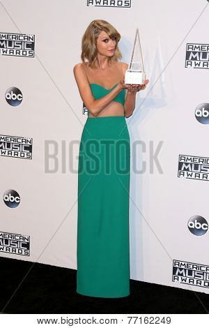 LOS ANGELES - NOV 23:  Taylor Swift at the 2014 American Music Awards - Press Room at the Nokia Theater on November 23, 2014 in Los Angeles, CA
