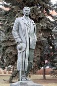picture of maxim  - Statue of Maxim Gorky Park is photographed close - JPG