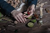 Постер, плакат: Witch preparing potion