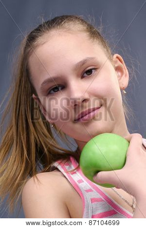 the sports girl holds green apple