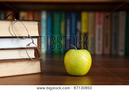 apple on the table