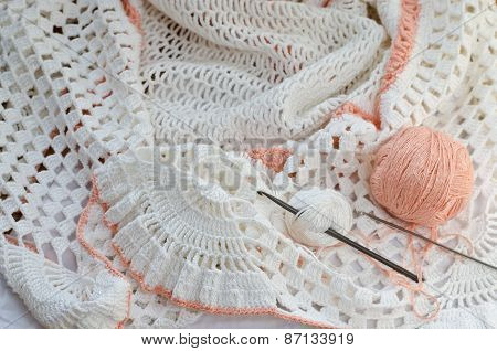 Crochet With White Yarn.
