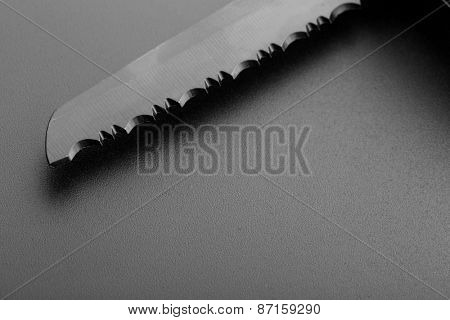 Serrated knife blade