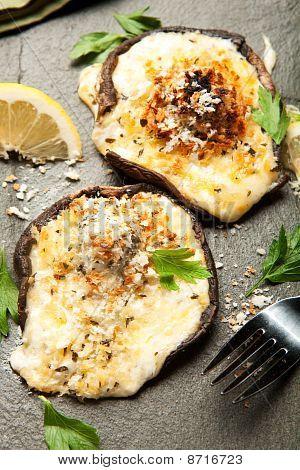 Cogumelos recheados de queijo