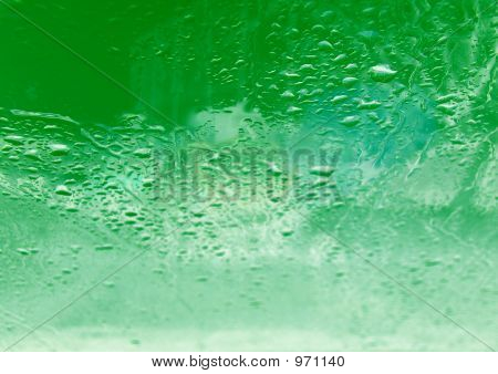 Gota sobre el vidrio de la menta
