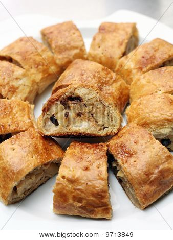 Apfelstrudel, stroodle or apple strudel