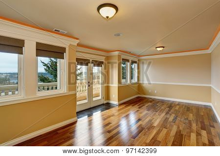 Lovely Unfurnished Room With Windows.