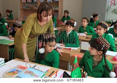 Ashgabad, Turkmenistan - November 4, 2014. Group Of Students With The Teacher  In Lesson.