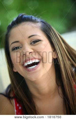 glückliches junges Mädchen