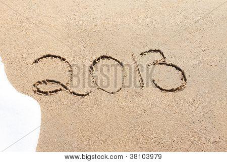 Escrito na areia em uma praia de 2013