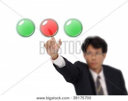 Negocio hombre rojo medio botón sobre fondo blanco.