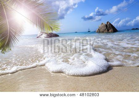 La Digue Island, Seyshelles, Anse Source d ' Argent. Yate de vela