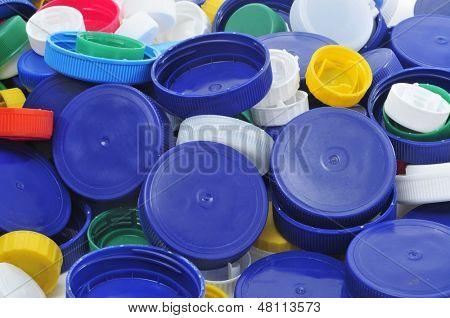 Closeup von einem Haufen Plastik Schraubverschlüsse von verschiedenen Farben und Größen