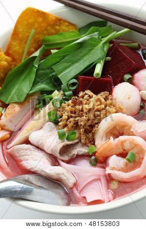 yen ta fo, rice noodles in pink soup, thai cuisine