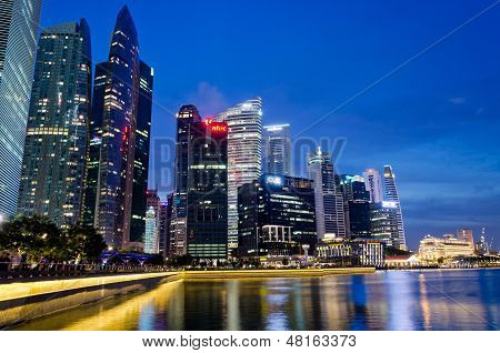 Marina Bay with the skyline of Raffles Place at bluehour