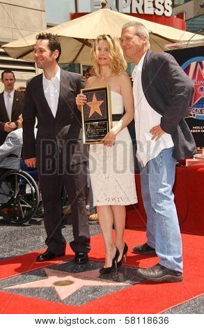 Paul Rudd with Michelle Pfeiffer and Jeff Bridges at the ceremony honoring Michelle Pfeiffer with the 2,345th star on the Hollywood Walk of Fame. Hollywood Boulevard, Hollywood, CA. 08-06-07