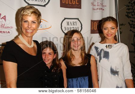 Mary Norton and her children with Rebecca Gayheart at Moonlight & Magnolias to benefit Lupus LA, Mary Norton, Los Angeles, CA 09-25-07