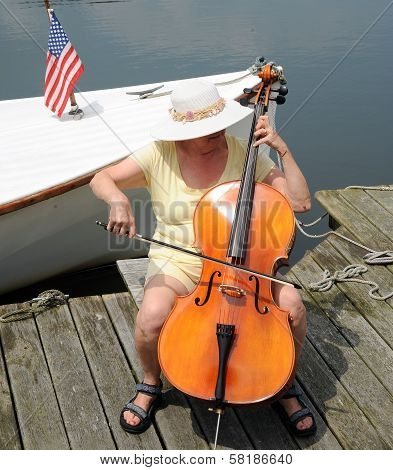 Female cellist.