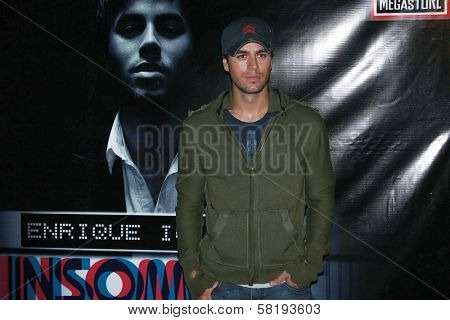 Enrique Iglesias at an In-Store Performance and Signing for his new album