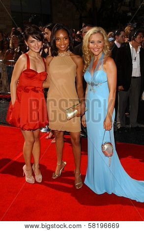 Nazanin Boniadi with Angel M. Wainwright and Amanda Baker at the 34th Annual Daytime Emmy Awards. Kodak Theater, Hollywood, CA. 06-15-07