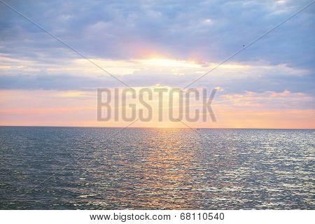 Sunset unser the sea