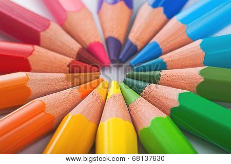 Color pencils in arrange in color wheel colors