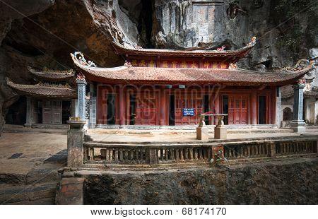 Bich Dong Pagoda in Ninh Binh, Vietnam. Trung Pagoda (middle pagoda)