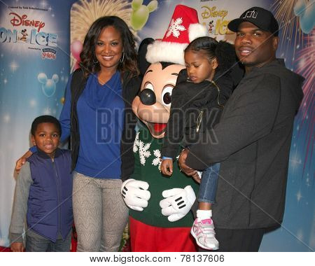 LOS ANGELES - DEC 11:  Laila Ali, Curtis Conway, Curtis Conway Jr, Sydney Conway at the