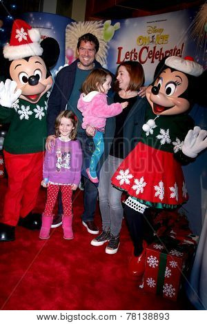 LOS ANGELES - DEC 11:  Alyson Hannigan, Alexis Denisof, Satyana Denisof, Keeva Denisof at the
