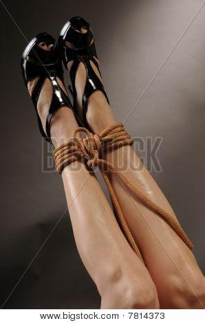 Pernas sexy com corda Bondage