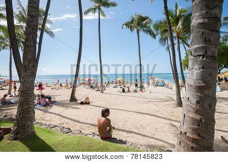 Busy Waikiki beach