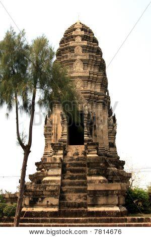 Khom Pagoda