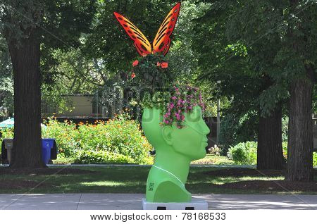 The green sculptural head in Chicago