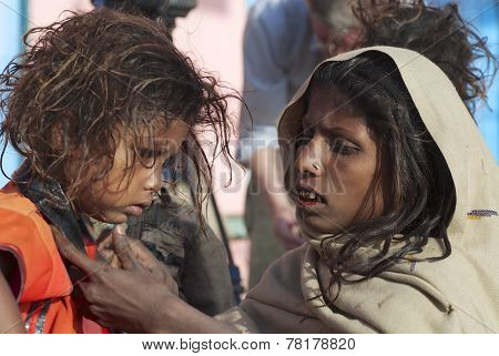 Unidentified pilgrim woman takes care about kid in Varanasi, India.