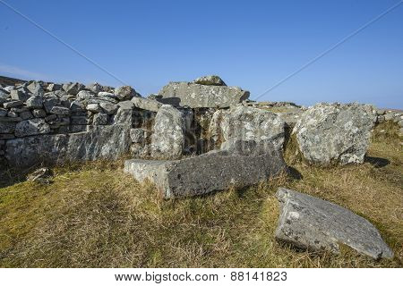 Cloughanmore Court tomb