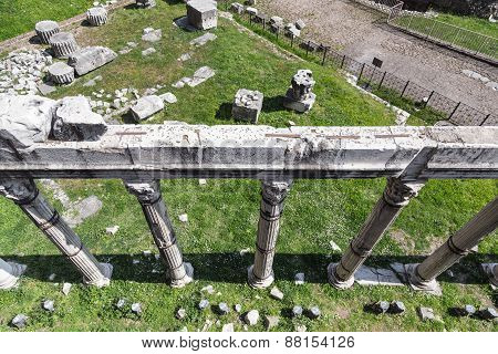 Ruins Of The Roman Temple - Imperial Forums From Top - Rome (italy)