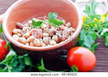 Chickpeas Tuna And Tomato (three Quarters View)