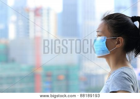 asian woman wear face mask in pollution city