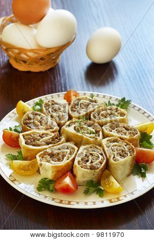 Egg rolls with minced meat