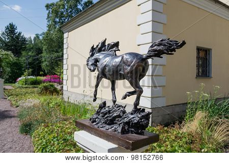 The horse sculpture in the Botanical garden in St. Petersburg